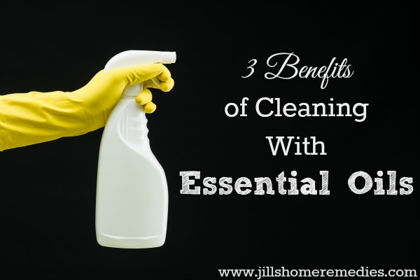 3 Benefits of Cleaning With Essential Oils